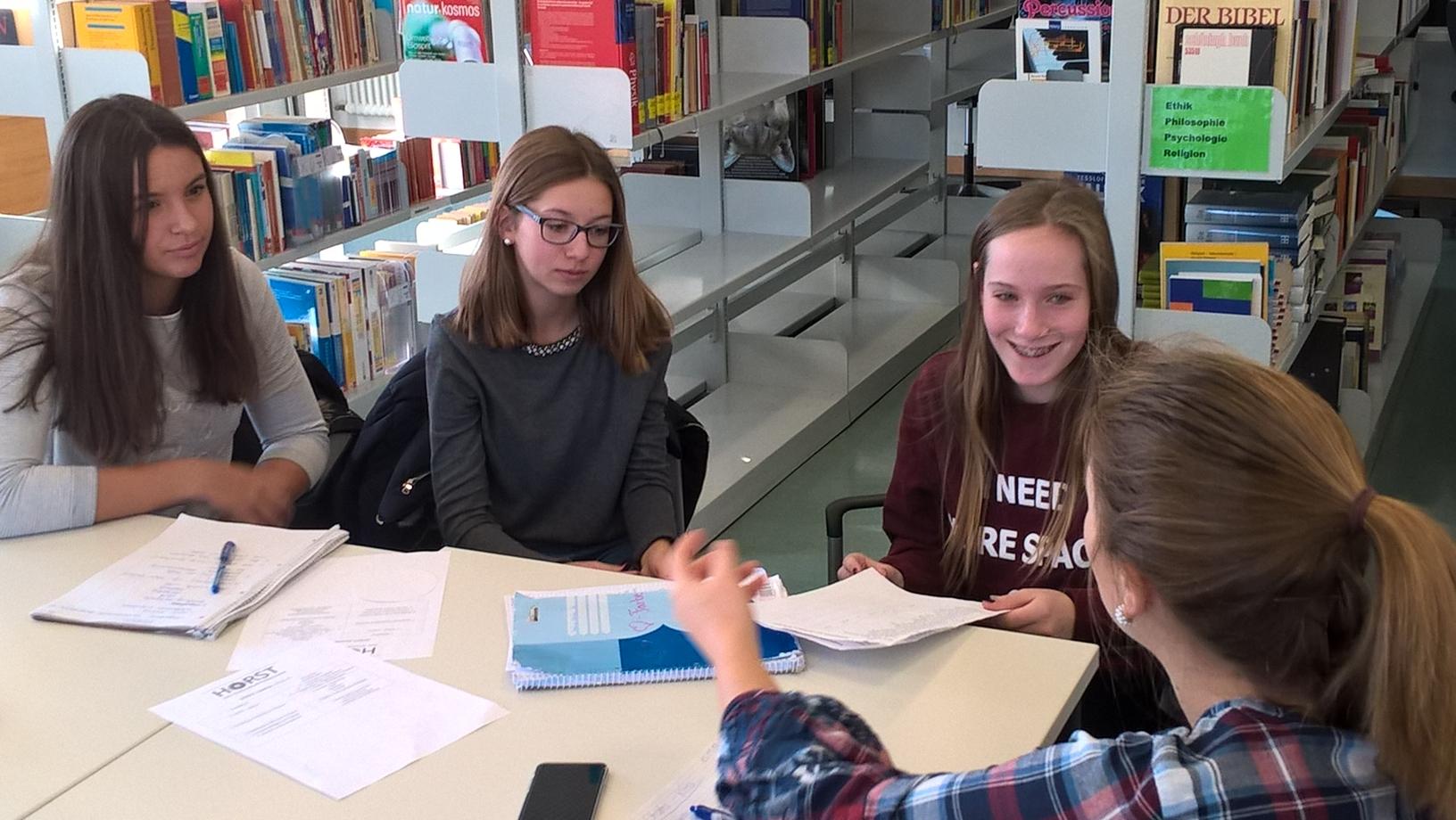 Gemütlich Erfahrener Lehrer Nimmt Das Ziel Wieder Auf Bilder ...